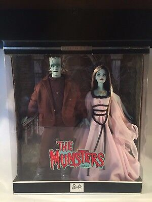 THE MUNSTERS BARBIE Gift Set Collectors Edition Rare Retired Classic 60s Tv Mons