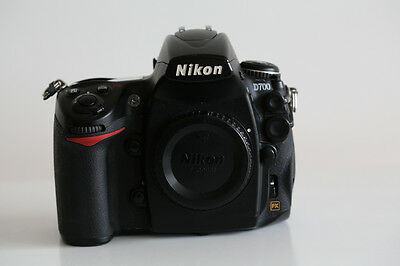 Nikon D700 with Grip + 5 Batteries