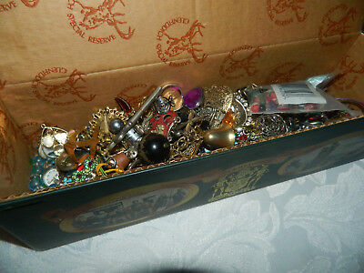 Job lot of vintage modern  jewellery & bits & bobs for crafts in whiskey tin (2)