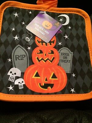 BNWT New Halloween Set of 2 Pot Holders - Pumpkin Spooky Skulls Graveyard