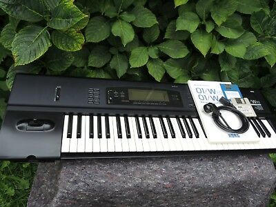 Vintage  KORG 01/WFD 01W Workstation Keyboard Synthesizer stage VG + condition