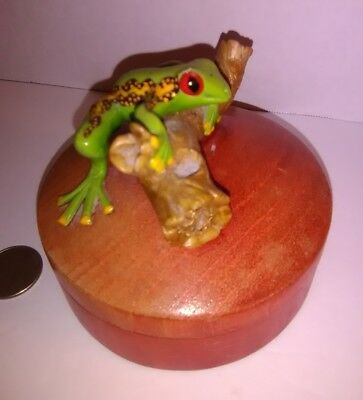 """4"""" Round Wooden Frog on a log Trinket Ring Jewelry Box Colored Green Yellow"""