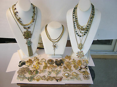 Mixed jewelry lot, 49 pieces, all gold tone, necklaces, brooches & pendants