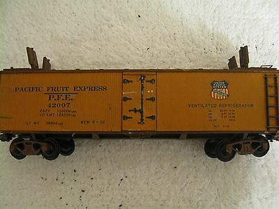 O Scale  Walthers  Reffer Car