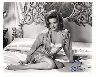 ANGIE DICKINSON HAND SIGNED 8x10 PHOTO+COA     YOUNG+SEXY ACTRESS    TO BOB
