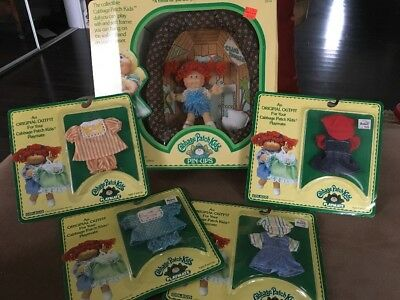 Cabbage Patch Kids Pin-Ups 3934 Playmate and 4 sets of clothes