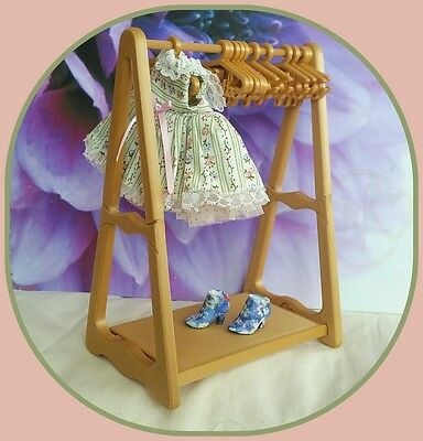 Blythe doll custom made antique gold colour dress rack with 12 dress hangers