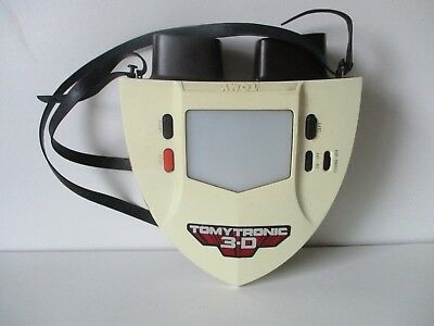 VINTAGE TOMYTRONIC ELECTRONIC CAR GAME 3d in good condition  and fully working.
