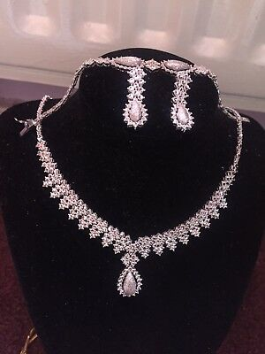 Pure 18ct White Asian Gold Necklace Bracelet And Earrings set New And Boxed