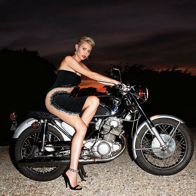 Miley Cyrus Really Cool 8X10 Photo