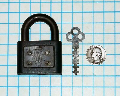 Genuine Vtg Antique Old Yale & Towne Lock Co. Y&T Warded Padlock # 225 and Key