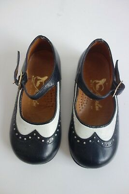 True Vintage CLARKS Toddler Girl Wingtip Black White Mary Jane Leather Shoes