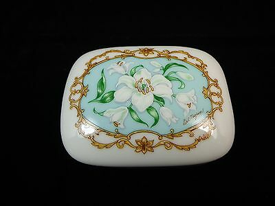 Heritage House Porcelain Music Box white flower plays Love Story To Remember 17