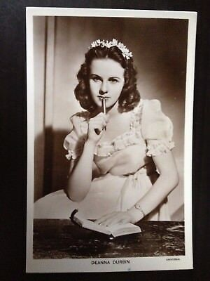 DEANNA DURBIN - 1222a - PICTUREGOER VINTAGE POSTCARD - EXCELLENT CONDITION