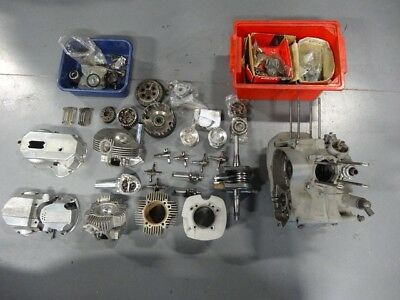 Bevel Desmo Engine 900 S2-SS disassembled.