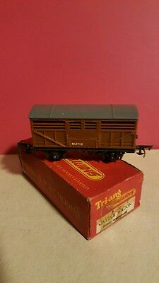 Tri -Ang  R-122 U D  Cattle Wagon Ho Scale #m3712  Excellent Vintage Rare