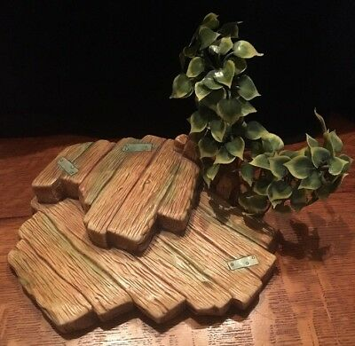Pendelfin Wood Plank Stand With Tree, Stoneware From England, Great Condition!