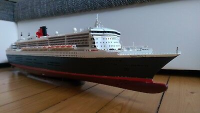 ACHTUNG! Supergebautes Model 1:400 Queen Mary 2 + Holzdeck!!!!!!!!!