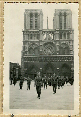 Photo WW2 SOLDATS ALLEMANDS NOTRE DAME DE PARIS !