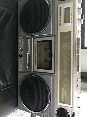 Hitachi TRK 8110E Radio Cassette Tape Player Recorder Ghettoblaster Boombox 1980