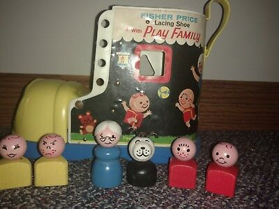 VINTAGE FISHER PRICE LITTLE PEOPLE play family wooden shoe with all 6 characters