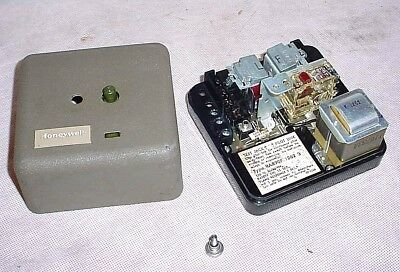 Honeywell Flame Safeguard Primary Control RA890F 1263 Protection Relay