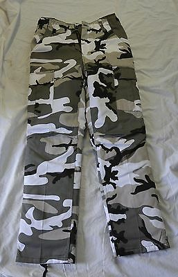 New Black and white combat style winter pants/removable liner size large(#bte73)