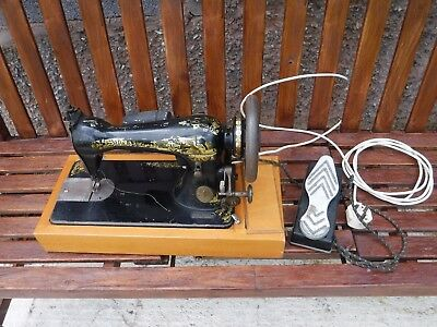 Old Singer  Electric  Sewing  Machine.  S613247
