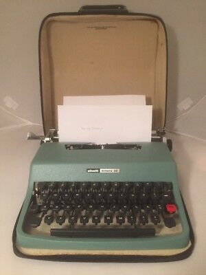 Vintage Olivetti Underwood Lettera 32 Manual Typewriter / Spanish