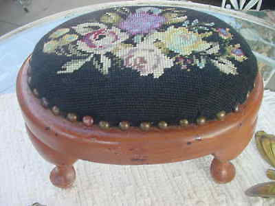 Antique / Vintage Needlepoint Footstool Oval W/ Queen Anne Style Legs - Lovely