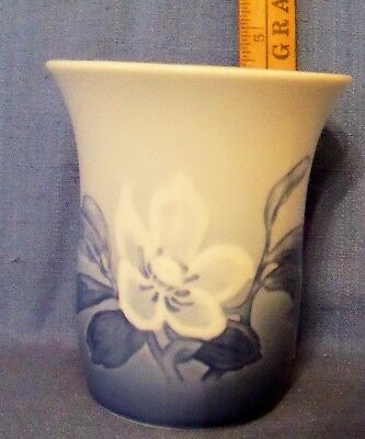 """B&G BING & GRONDAHL WILD CHRISTMAS ROSE TUMBLER 4"""" 1st QUALITY EXCELLENT NO RES"""