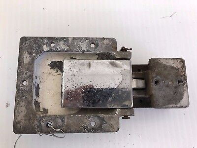 0517012-4 Cessna 172N Cabin Door R//H latch assembly