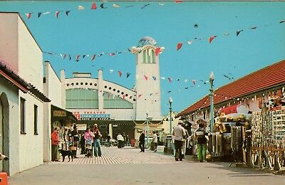 Souvenir postcard - Wellington Pier Theatre at Great Yarmouth by Colourmaster