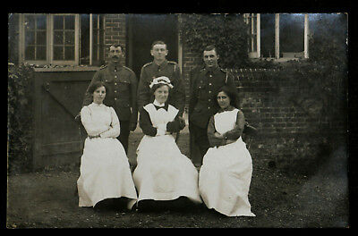 WW1 Post Card - Nurses and Soldiers - Lovely photograph