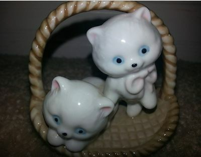 "Two White Cats Ktttens In A Basket Ceramic Figurine 3"" Vtg Cute!"