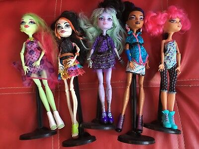 Five 5 Fantastic Monster High Dolls Complete With Outfits And Stands