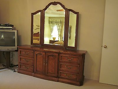 """BEDROOM SET-King--Thomasville--(5 mo. old) """"Buyer Pick Up-Dallas, TX"""""""