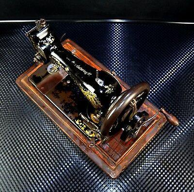 Rare & Collectible Old Antique Vintage Singer Sewing Machine in Case HAND CRANK!