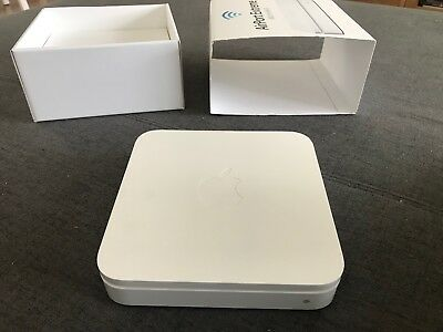 Apple Airport Extreme Router (MD031X/A)