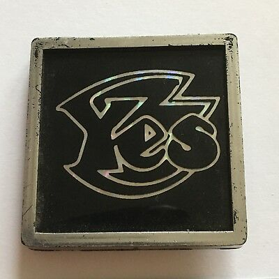 Rock Group Yes Plastic Pin Badge (see pics)