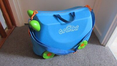 TRUNKI Blue Ride On Suitcase with Strap and Key