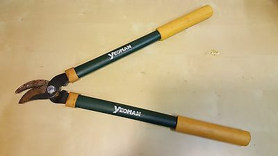 Yeoman General Purpose Bypass loppers. Not used much, in storage for too long.