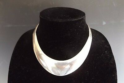 A Truly Beautiful Taxco Mexican 925 Sterling Silver Hinged Necklace