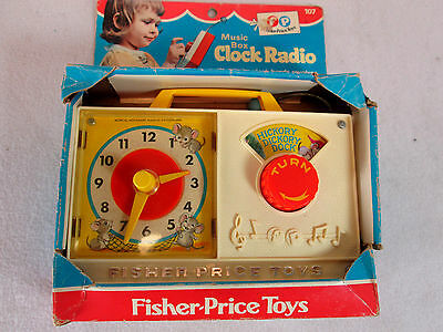 Vintage 1971 Fisher Price Hickory Dickory Dock wind up music box clock radio