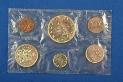 SET OF 6 1961 CANADIAN UNCIRCULATED MINT SET. SILVER DOLLAR $1 50c 25c 10c 5c 1c
