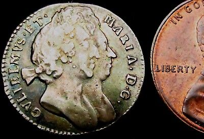 T207: 1694 William & Mary 'Conjoined Busts' Silver Threepence - rare unbarred A