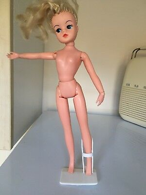 Vintage  1970.s Original Sindy Doll 033055X