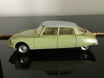 Dinky Toys 530 Citroen DS 19.