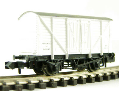 Boxed: Graham Farishn Gauge 373-725A 12 Tonne Insulated Box Van Planked Sides