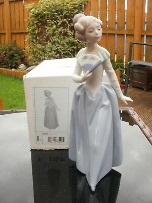 """RETIRED NAO by LLADRO FIGURINE  """" DEMURE """"  #0402 GIRL WITH FAN - B0XED repaired"""